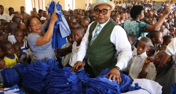 Governor Emmanuel's aide gives new uniforms to 600 pupils