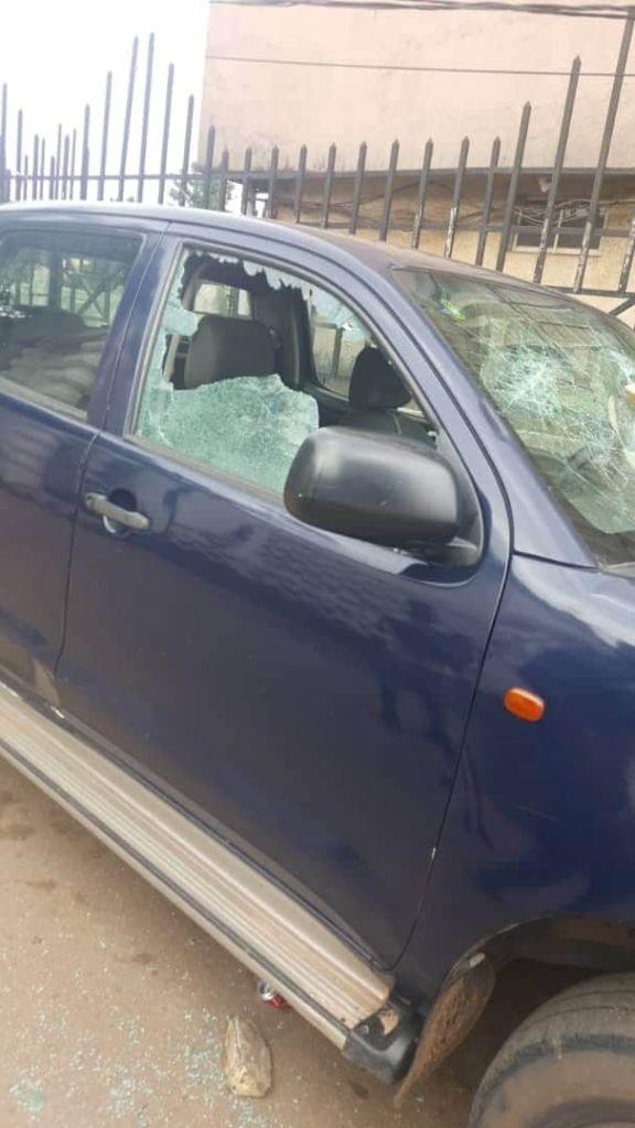 Thugs Destroy APC Vehicles In Edo.