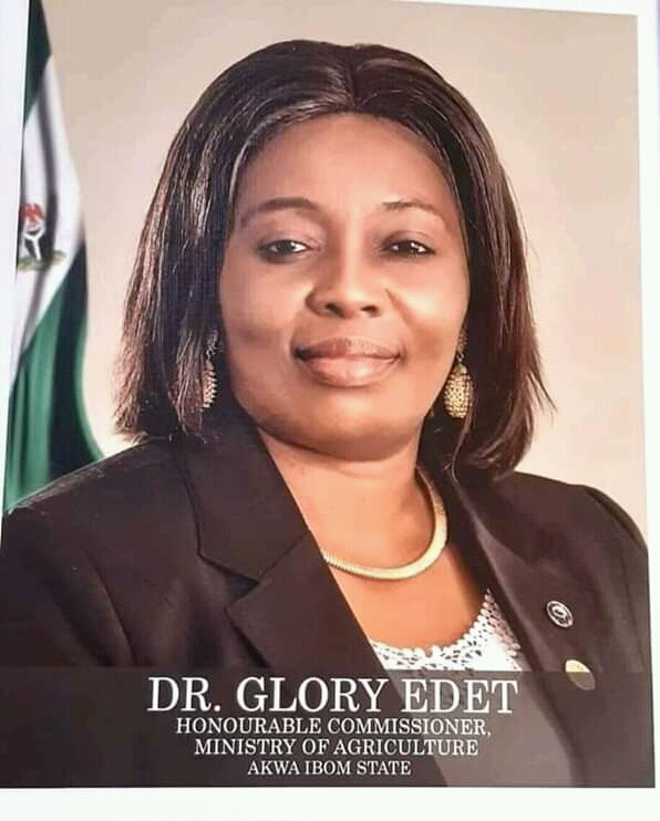 Glory Edet fulfils promise, presents certificate of scholarship to Emem Umoh …says she will continue to reward hardwork