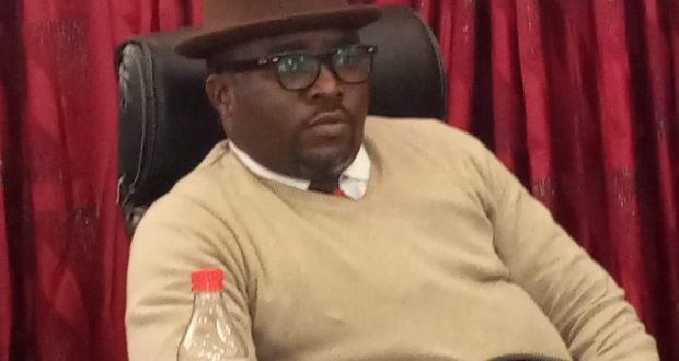Nyakno okoibu working the talks: