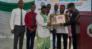 AKWA IBOM MEDICAL STUDENTS HONOURS NMA PRESIDENT …. appealed for payment of medical grants